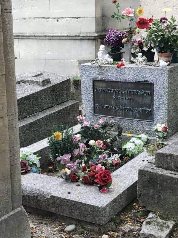 grave site of Jim Morrison