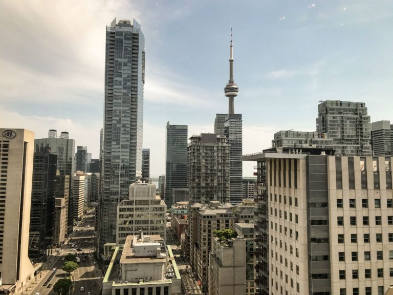 Travel to Toronto: ultimate guide for planning your visit