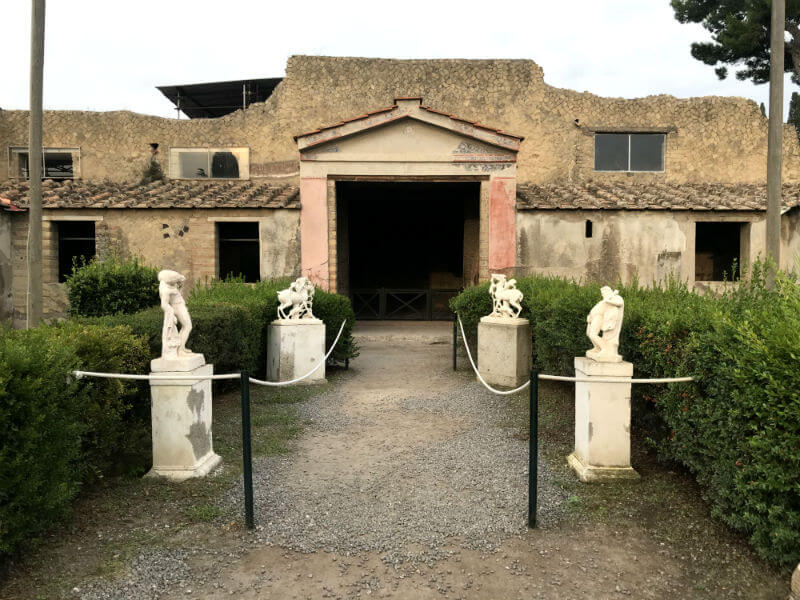 Ostia Antica & Herculaneum: 2 great alternatives to Pompeii | kasiawrites cultural travel