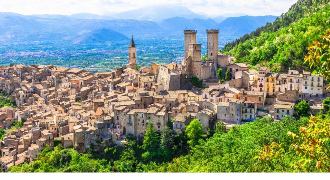 reasons to visit Italy - picturesque towns