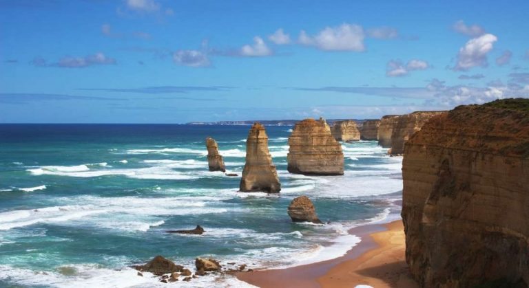 Top 5 attractions for driving the Great Ocean Road