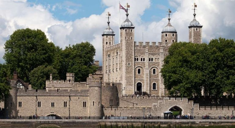The fascinating Beefeater Tower of London tour experience