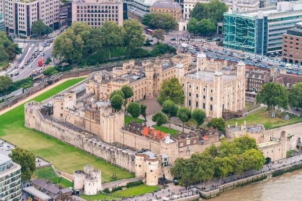 The fascinating Beefeater Tower of London tour experience | kasiawrites cultural travel