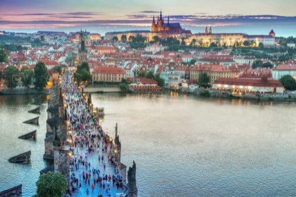 what tod o in Prague - visit the Charles bridge